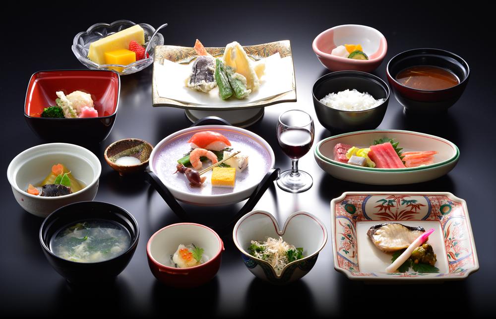 【部屋食】大阪屋の懐石料理は部屋食です。
